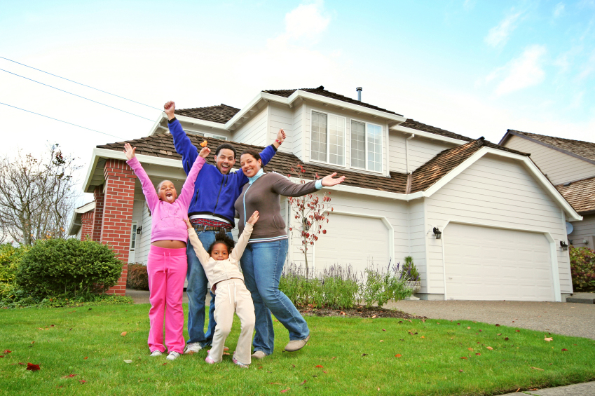 happy-family-w-hands-up-in-front-yard